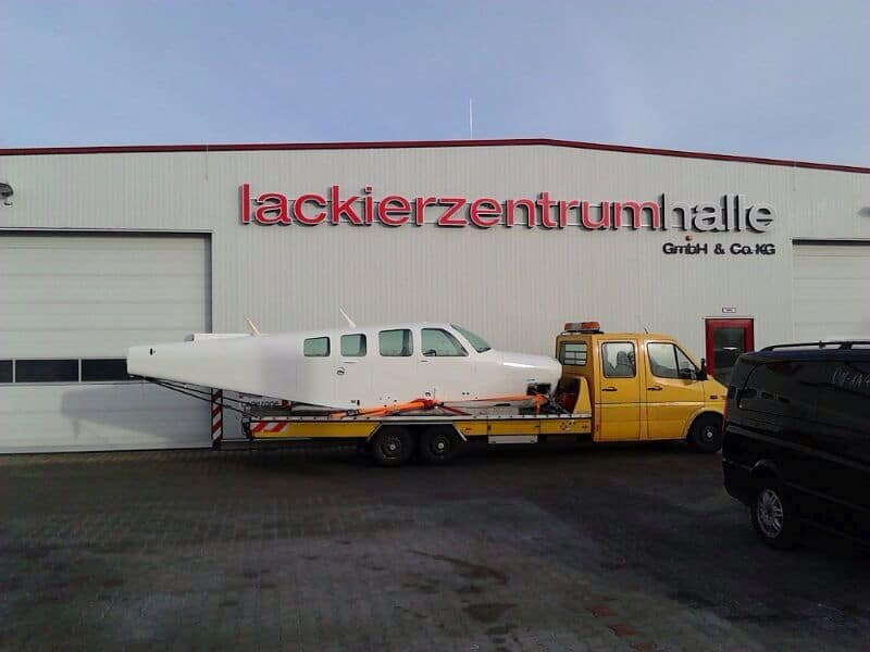 Flugzeug auf Transporter