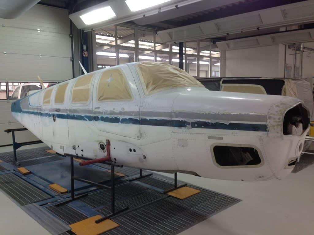 Lackiervorbereitung eines Flugzeugs